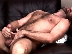 Dilf pornstar Jake Jennings tugs to climax