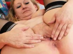 Dirty older granny cooter opening and masturbation